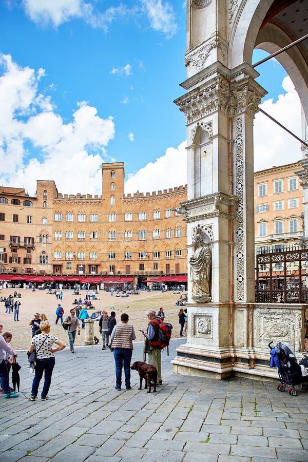 Vista del cuadrado de Piazza del Campo en Siena fotografía de archivo libre de regalías