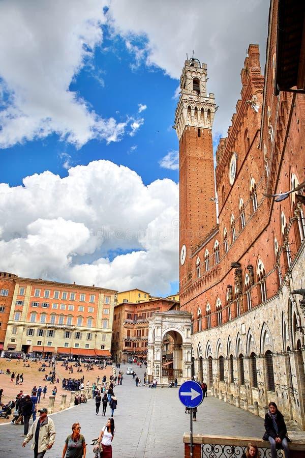 Vista del cuadrado de Piazza del Campo en Siena fotos de archivo libres de regalías