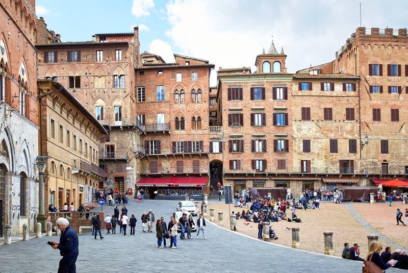 Vista del cuadrado de Piazza del Campo en Siena fotos de archivo