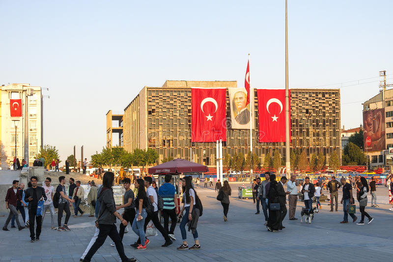 Vista del cuadrado famoso de Taksim en Istambul Turquía imagen de archivo
