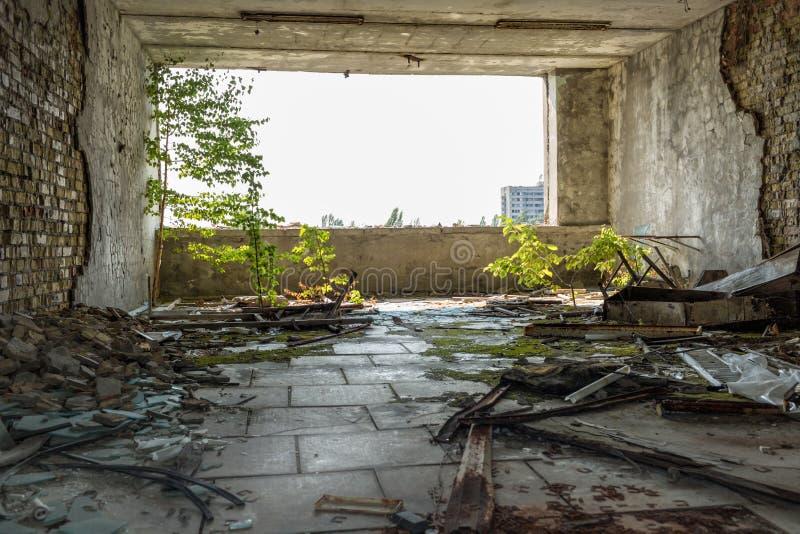 Vista del cuarto en uno de los edificios en la ciudad abandonada Pripyat fotos de archivo libres de regalías
