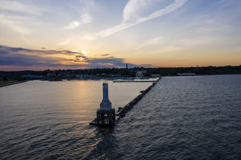 Vista del día de veranos portuario de Washington Breaker Light On A fotos de archivo libres de regalías