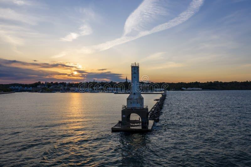 Vista del día de veranos portuario de Washington Breaker Light On A fotografía de archivo