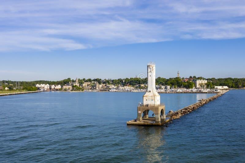 Vista del día de veranos portuario de Washington Breaker Light On A fotografía de archivo libre de regalías