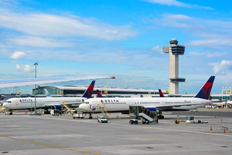 Vista del delantal de Juan F Aeropuerto internacional de Kennedy JFK imagen de archivo libre de regalías
