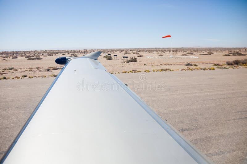 Vista del deserto dagli aerei sulla pista