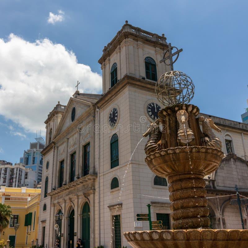 Vista del dettaglio sulla cattedrale de Macao di Sé e sulla fontana Sé, Macao, Cina, Asia fotografie stock libere da diritti