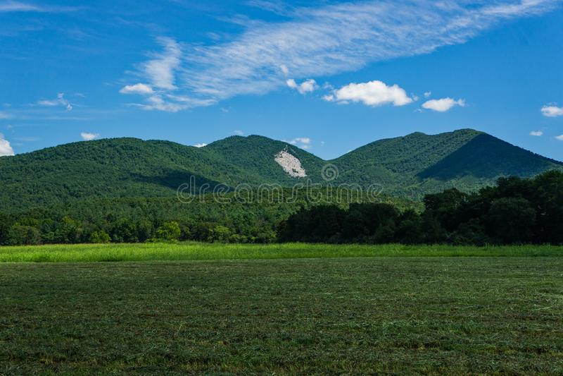 Vista del Devil's Marbleyard de Arnold Valley foto de archivo