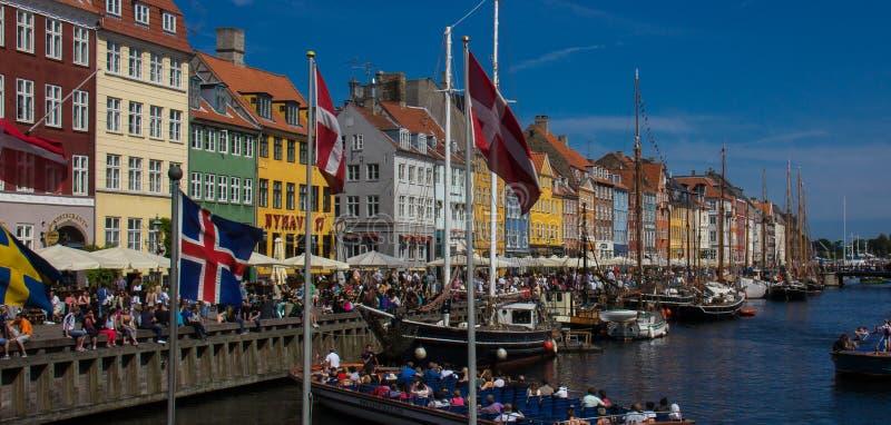 Vista del distretto di lungomare del Nyhavn di Copenhaghen fotografie stock