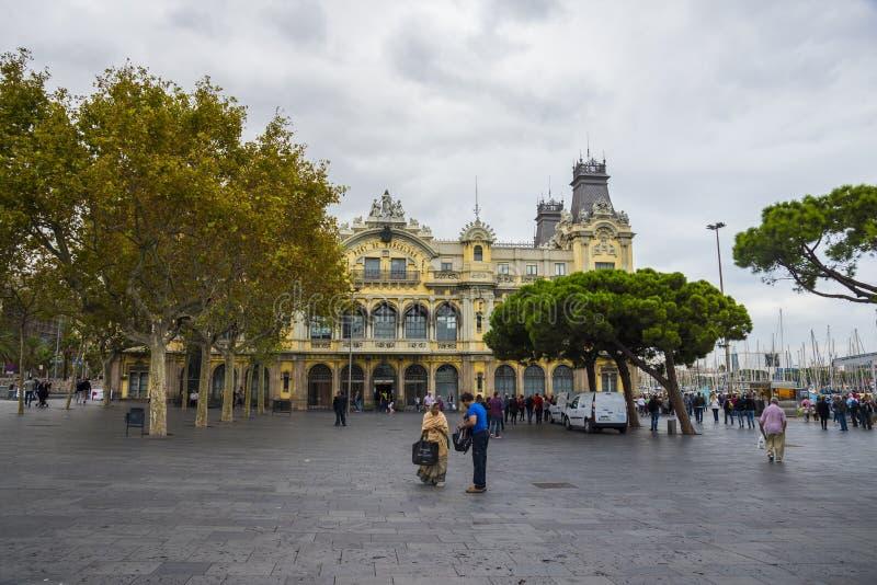 Vista del edificio de Barcelona del puerto, puerto de encargo viejo histórico foto de archivo libre de regalías