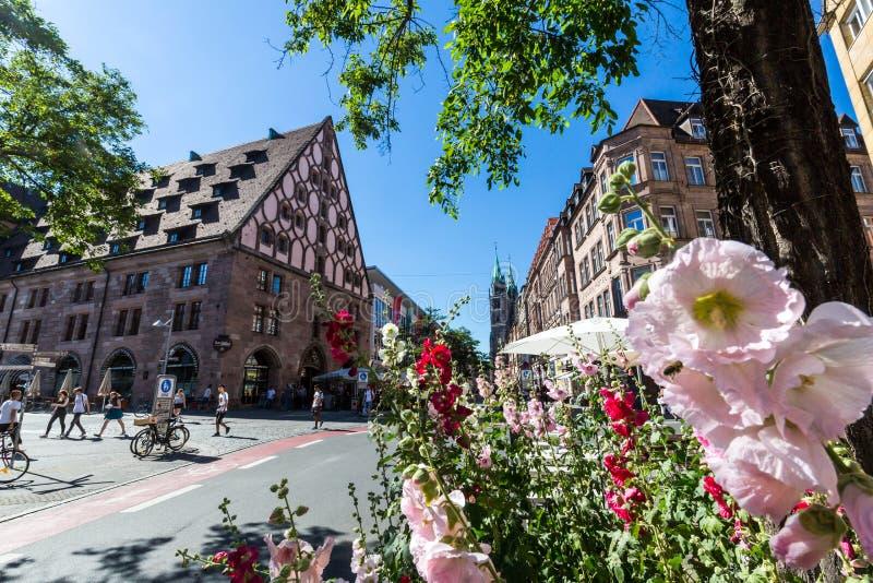 Vista del edificio de Mauthalle en la vieja pieza de la ciudad de Nuremberg foto de archivo