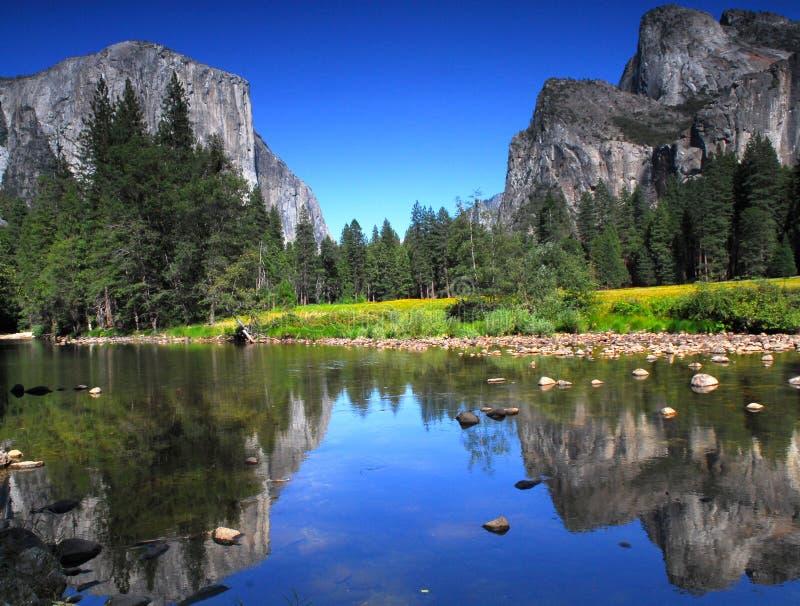 Vista del EL Capitan nella sosta nazionale del Yosemite immagine stock libera da diritti