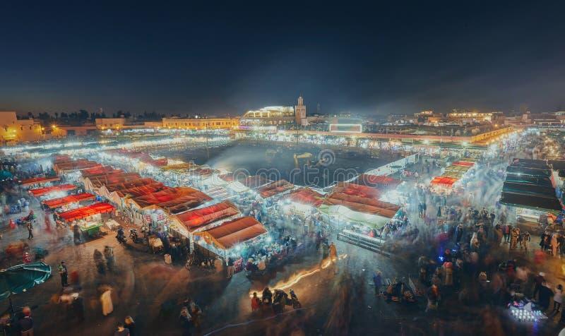 vista del EL Fna, un cuadrado y mercado de Djemaa en Marrakesh& x27; s foto de archivo libre de regalías