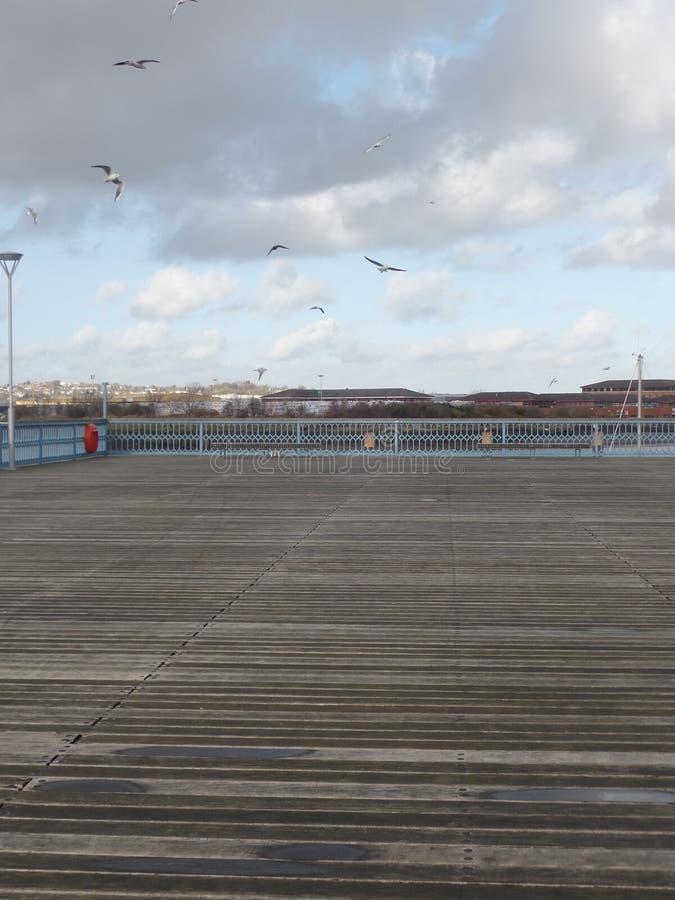 Vista del embarcadero de Chatham en el río Medway en Kent, Reino Unido foto de archivo libre de regalías
