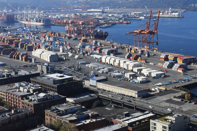 Vista del envío del envase en puerto de Seattle, Washington imagen de archivo libre de regalías