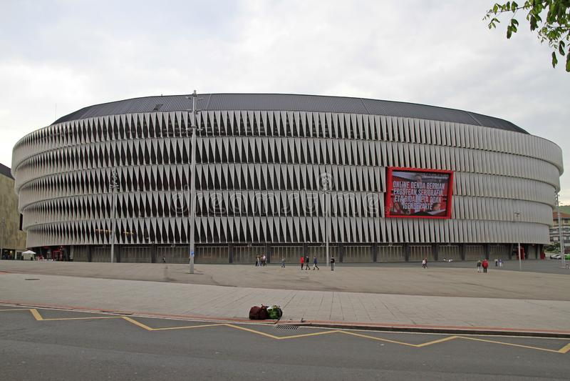 Vista del estadio de fútbol de San Mames en Bilbao foto de archivo