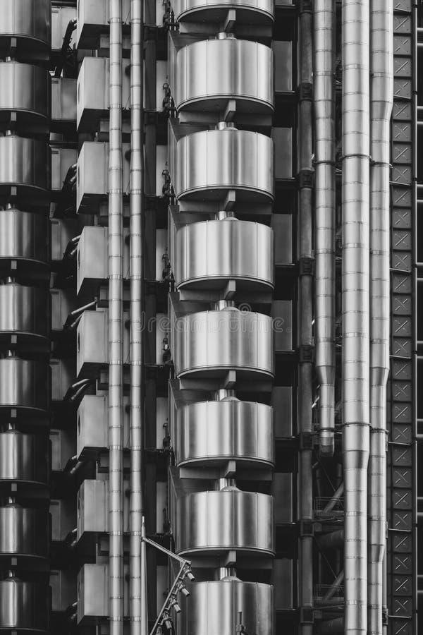 Vista del exterior del Lloyds del edificio de Londres diseñado por Richard Rogers, en la calle de la cal en la ciudad de Londres, fotografía de archivo