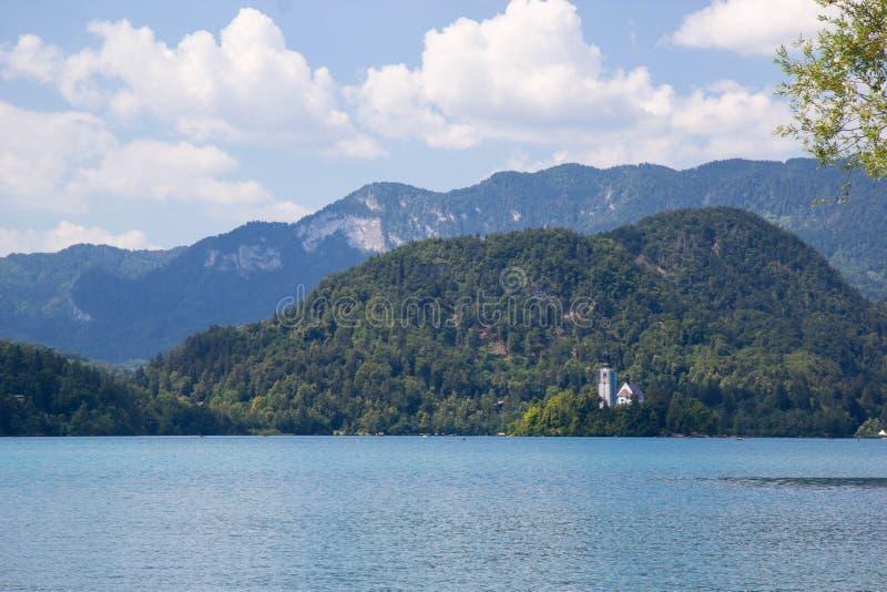 vista del famoso lago Bled en Eslovenia fotos de archivo