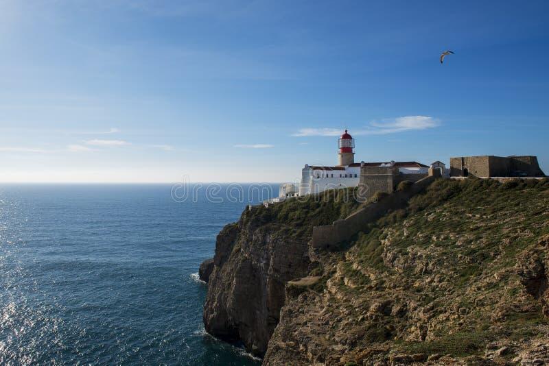 Vista del faro al san Vincent Cape Cabo de Sao Vincente in Sagres, Algarve, Portuga immagini stock