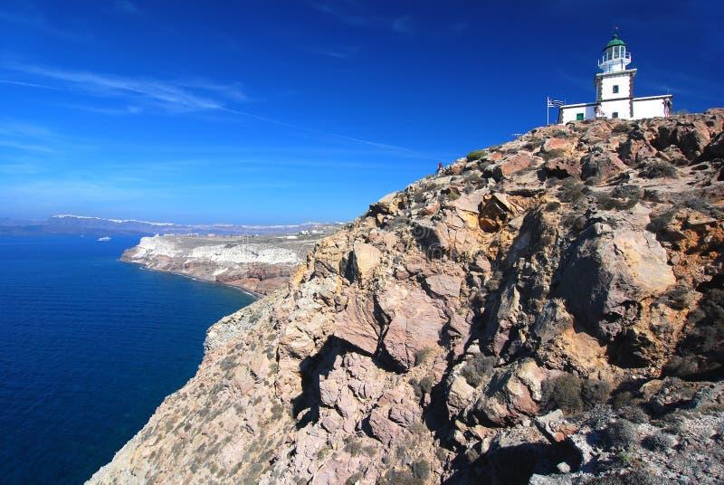 Vista del faro e della caldera di Santorini immagine stock libera da diritti