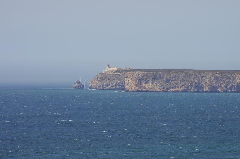 Vista del faro e delle scogliere a capo St Vincent continente fotografie stock libere da diritti