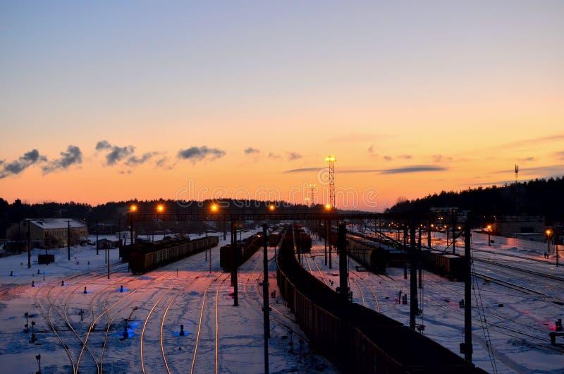 Vista del ferrocarril de clasificación de los coches de carga fotos de archivo libres de regalías