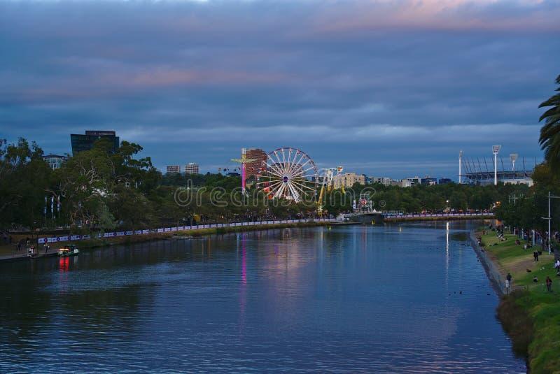 Vista del festival de Moomba en Melbourne en oscuridad fotografía de archivo libre de regalías