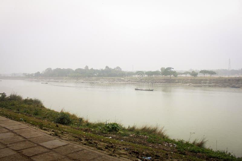 Vista del fiume Brahmaputra nel Mymensingh immagini stock