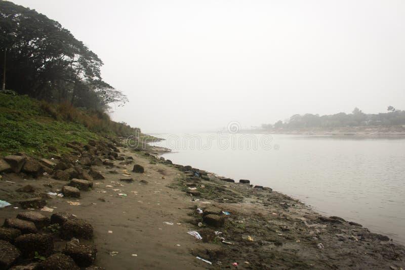 Vista del fiume Brahmaputra nel Mymensingh fotografia stock libera da diritti