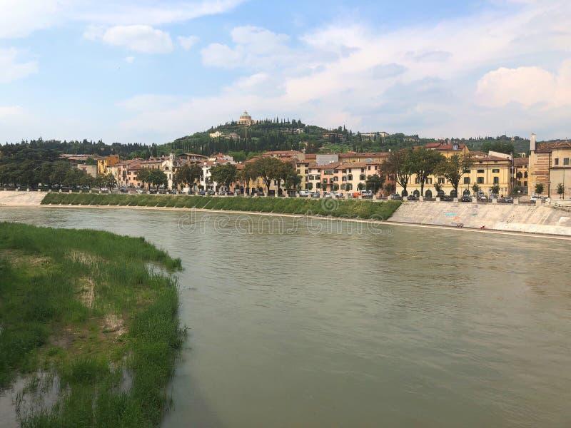 Vista del fiume di Adige, Verona, Italia immagini stock