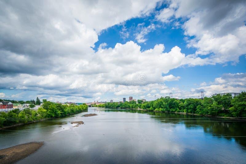 Vista del fiume di Merrimack, a Manchester, New Hampshire immagine stock
