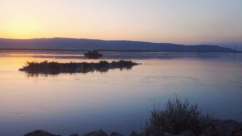 Vista del fiume di sera fotografie stock libere da diritti