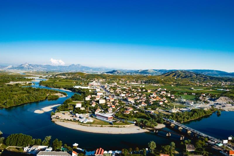 Vista del fiume di Shkoder Albania immagine stock