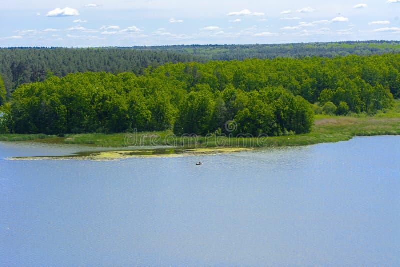 Vista del fiume di Teterev da un'altezza nel parco della città fotografia stock libera da diritti