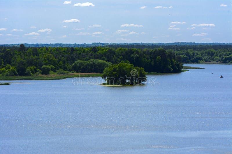 Vista del fiume di Teterev da un'altezza nel parco della città fotografia stock