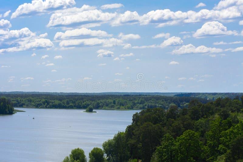 Vista del fiume di Teterev da un'altezza nel parco della città immagine stock libera da diritti
