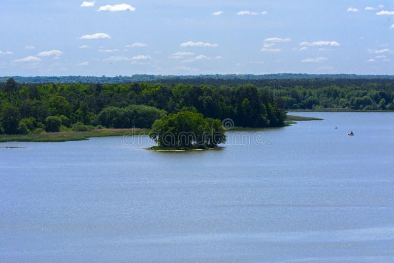 Vista del fiume di Teterev da un'altezza nel parco della città immagini stock libere da diritti