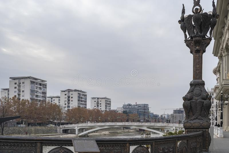 Vista del fiume di Vardar dal ponte di libertà fotografia stock libera da diritti