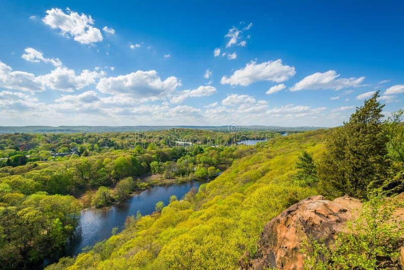 Vista del fiume del mulino da roccia orientale a New Haven, Connecticut immagine stock