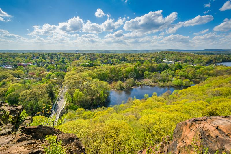 Vista del fiume del mulino da roccia orientale a New Haven, Connecticut fotografia stock