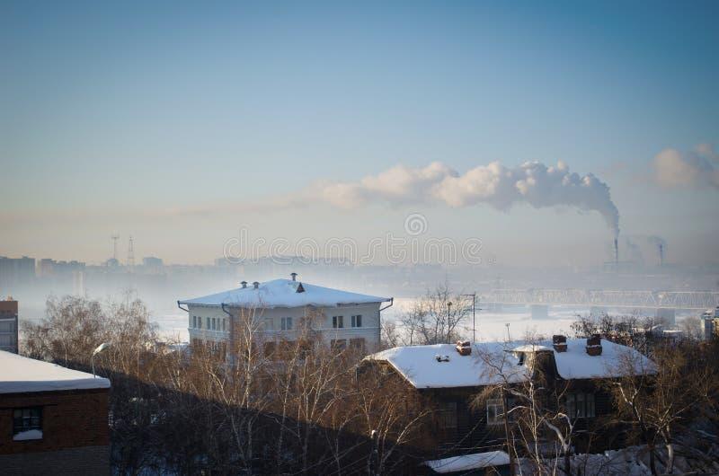 Download Vista Del Fiume Ob'in Siberia Nell'inverno Dentro In Città Fotografia Stock - Immagine di fumo, cielo: 56890448