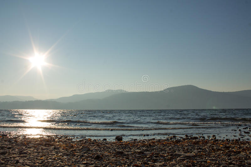 Vista del fronte lago fotografia stock libera da diritti