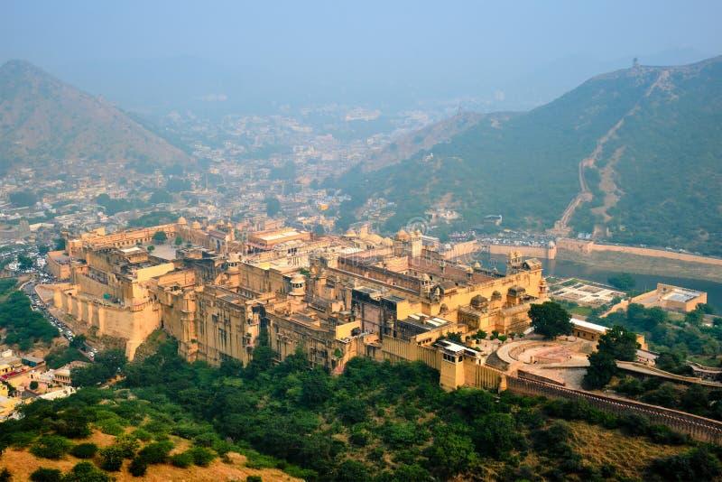 Vista del fuerte de Amer Amber y el lago Maota, Rajasthan, India imagenes de archivo