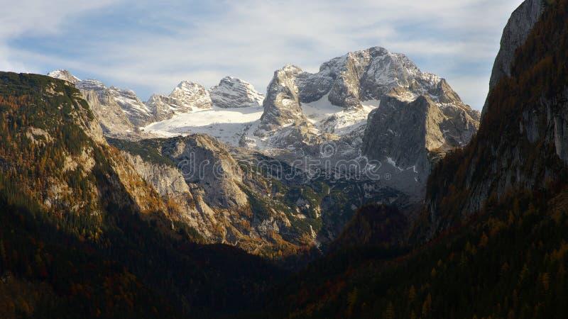 Vista del grupo de Dachstein imagenes de archivo