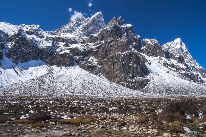 Vista del Himalaya (Cholatse, pico de Tabuche) de Pheriche fotografía de archivo libre de regalías