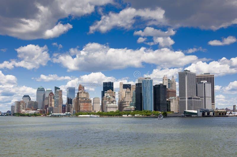 Vista del horizonte del área del parque de batería en Manhattan, New York City de Staten Island imagenes de archivo