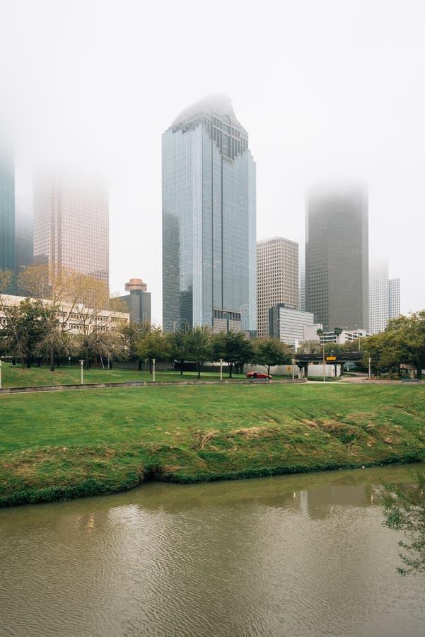 Vista del horizonte céntrico en niebla, en Houston, Tejas fotos de archivo libres de regalías