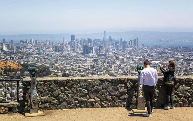 Vista del horizonte de San Francisco del parque del Twin Peaks, San Francisco, California, los E.E.U.U., Norteamérica fotos de archivo