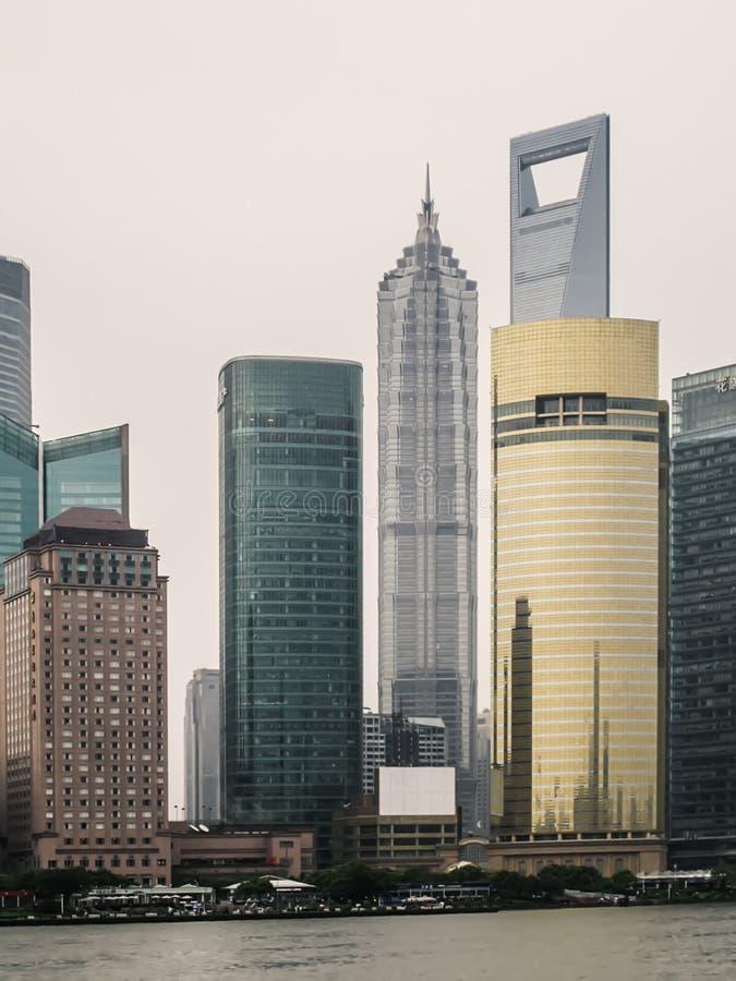 Vista del horizonte de Shangai con el río Huangpu Horizonte con los rascacielos urbanos modernos, China de Shangai fotografía de archivo libre de regalías