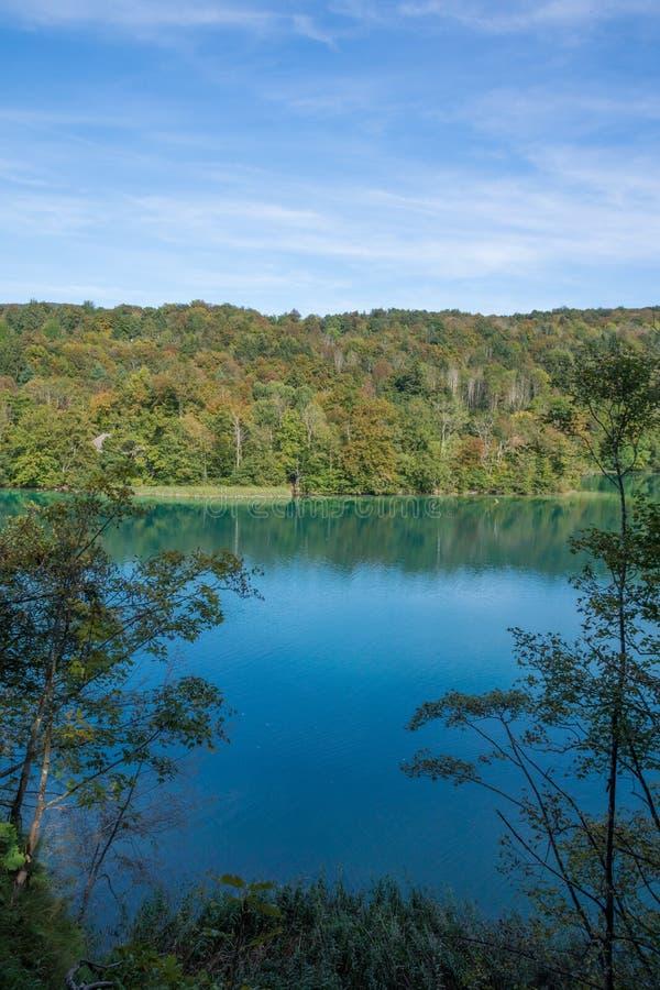 Vista del lago al parco nazionale di plitvice in Croazia fotografia stock libera da diritti